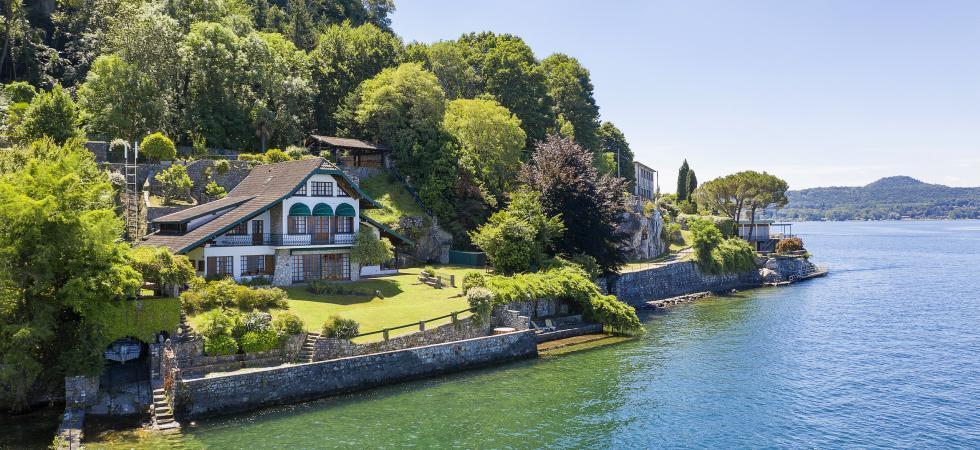 Villa Cinderella - Ispra, Lake Maggiore - NORTHITALY VILLAS waterfront vacation villa rentals