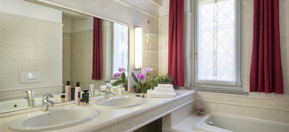 3235) Villa Seta 5 CAMERE 11 PAX, Meina