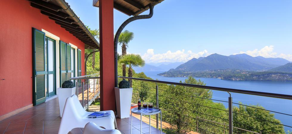 1701) Villa Falcone 5 BEDROOMS 10 PAX, Stresa